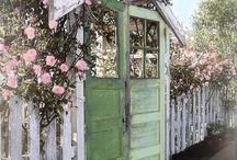 Garden=Old Door ideas / Ideas to use old door in garden projects