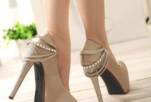 Stiletto / Truly the object of desire to millions of women - The Stiletto