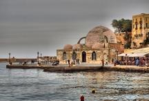 Kreta / Chania met zestigduizend inwoners is de op één na grootste stad van Kreta. Het wordt wel het Venetië van Kreta genoemd vanwege de mooie Venetiaanse architectuur. Chania was ooit de hoofdstad van Kreta.