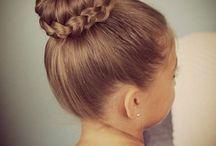 Penteados e cabelos cheios de estilo