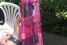 Gotas de solidaridad / Cuando compres una de estas botellas rosas de Solán de Cabras estarás ayudándonos a proporcionar apoyo psicológico a pacientes y familiares. El apoyo psicológico es fundamental en esta enfermedad #gotasdesolidaridad