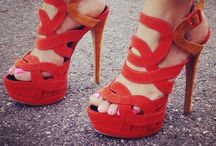 I love shoes! / Give A Girl The Right Shoes And She Can Conquer The World. By Marilyn Monroe