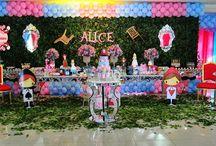 Alice com baloes
