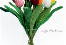 Blommor, av garn, tyg och återbruk