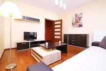 Apartment MADERA w Warszawie / Apartament Madera to połączenie nowoczesności z elegancją. Salon i sypialnia zapewnią idealny nocleg dla 4-osobowej rodziny. Mieszkanie usytuowane jest w dogodnej lokalizacji, kilkanaście minut piechotą do Starego Miasta oraz do najbliższej stacji metra.