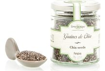 Graines de chia / La graine de chia est un super aliment à associer à vos smoothies, salades de fruits ou acaibwol. Sa haute teneur en valeurs nutritionnelles est très bénéfique pour la santé. Cette petite graine est donc à consommer sans modération.
