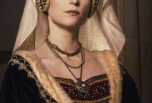 burgundské šaty