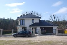 Projekt domu Turkus / Projekt domu Turkus jest piętrowym budynkiem, przystosowanym dla cztero-pięcioosobowej familii. Domek przekryty został czterospadowym dachem, z dobudowanym garażem. Dom zaprojektowano jako elegancką, łączącą w sobie nowoczesność i tradycję niedużą miejską willę.