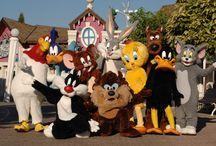 Parque Warner de Madrid / Bugs Bunny, Tom y Jerry, el pato Lucas, Piolín y muchos más personajes entrañables nos esperan en Parque Warner Madrid, uno de los mayores centros de diversión de Europa.