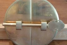 La Serrurerie / 31 Épingles 0 Abonné(e) Les travaux de serrurerie dans un logement peuvent modifier la porte, rendant impossible de la remettre dans l'état d'origine.Initialement, dans le cas d'une location, vous acceptez les lieux dans l'état où ils se trouvent à la remise des clefs.