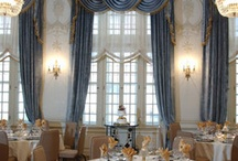 Elegant Weddings / There is no space in Kansas City more magical than the Hotel Phillips' Crystal Room. Located on the Mezzanine Level, the room is decidedly French with original 1930's plaster architectural detailing reminiscent of Marie Antoinette's drawing room. The room will accommodate 80 for an intimate dinner and 100 for a ceremony. Paired with the Lobby Terrace to accommodate a reception of 200, there is not a more perfect spot to make your day the most memorable it can be.
