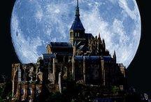 Le Mont Saint-Michel et l'astre Lunaire