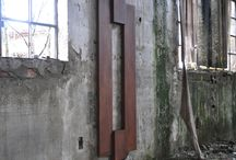 radiatore_ZERO / Il radiatore di design ZERO ha le valvole nascoste da due elementi sganciabili.