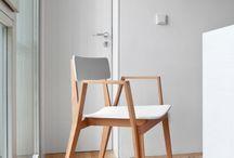 Da árbore á cadeira / Cadeiras realizadas por trinta dos mellores arquitectos e deseñadores galegos réndenlle un homenaxe á madeira na mostra 'Da árbore á cadeira', en exhibición no Museo Centro Gaiás do 7 de abril ao 5 de novembro de 2017.   Colaboran: Cándido Hermida, Fundación Banco Sabadell e Viaqua