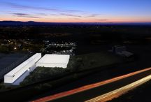 Campus Zumex. Architecture by Fran Silvestre Arquitectos / The project is drawn by two connected elements that distribute the program between offices and manufacturing area. The corporate part stands out for its slender proportion that allows it to have the maximum perimeter of contact with the outside, the manufacturing part is drawn compactly, which makes it more efficient for its use and maximizes the use of available space.