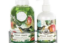 Sweet Apple / Sweet Apple by Michel Design Works  Nothing says fall like freshly picked apples! This design conjures up crisp sunny days - and delicious desserts.  Scent: Crisp ripe apples