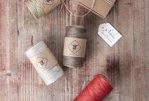 Natürlich verpackt / Umweltfreundliche Verpackungen aus Kraftpapier sowie Leinen- oder Baumwollzwirn
