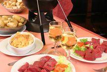 Fondue Bourguignonne (Oil fondue) / Ideas and tips for Fondue Bourguignonne. Visit www.thetabletopcook.com for more recipes and inspiration!
