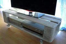 skrinka pod televizi