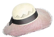 straw bags and hats / Straw hats and bags are a good companion to the beach.
