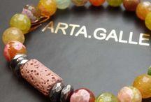 Biżuteria do Aromaterapii / Teraz możesz nosić swój ulubiony zapach do pracy, na zakupy, spotkania z przyjaciółmi. Olejki zapachowe mają właściwości terapeutyczne i lecznicze.