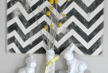 Estampado chevron / Dibujo en zig-zag en diferentes colores y objetos decorativos.