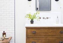 34 Rustikale Badezimmer-Eitelkeiten und Schränke für eine gemütliche Note