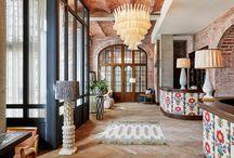 Soho House Barcelona Projecte / Jòdul ha col·laborat en crear aquest ambient subministrant tot tipus de gres porcellànic, extruït i decoratiu pels seus banys, el restaurant i les zones comuns de l'hotel. En total hi ha més de 100 tipologies diferents de colors, textures i formats de rajoles i gres fets a mida.