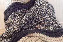 Knitted throw/blankets