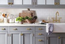 home   kitchen / A little bit modern with eclectic, boho and modern farmhouse feels - inspiration to style & design your kitchen.