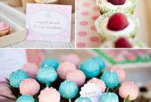 cake pops / by Kimberly Fiser