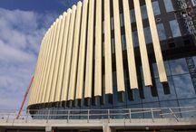 Accoya® til Royal Arena / Keflico A/S har, som dansk forhandler af og specialist i Accoya, været rådgiver omkring arenaens facade, der står skarpt med sine intet mindre end 234 enorme Accoya-finner. Lige fra test- til udførelsesfasen af det kæmpe projekt.