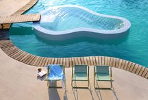 Pool cool / Dive into the (light) blue!