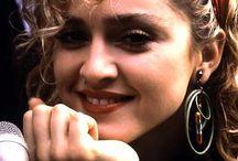 Desesperadamente buscando a Susan- años 80 / Desperately Seeking Susan es una película de 1985 dirigida por Susan Seidelman y protagonizada por Rosanna Arquette y Madonna.