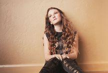 Photo - posing (Woman wall indoor)
