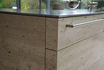 Massive Küchenblöcke aus Naturstein - und doch leicht durch Dünnsteintechnik / Stones, Küchen, Naturstein