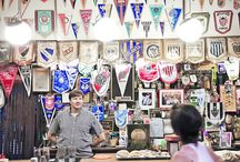 Banderas e insignias Colecciones / Banderas, banderines, insignias, cintas conmemorativas
