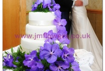 Cake Flowers / The addition of fresh flowers to a wedding cake can transform it's look and helps to keep the theme running through everything
