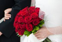 Rose Bridal Bouquet Ideas / Ideas and inspiration for wedding bouquets with roses.  Learn how to make your own rose bridal bouquet with easy step by step instructions.