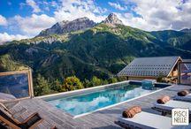 Reportage photo une piscine de rêve entre les montagnes / Découvrez notre merveilleux reportage photo d'un chalet possédant une Piscinelle entre deux montagnes.