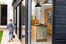 Architecture maisons en ossature bois / Le mode de construction donne un style à la maison, la construction en ossature bois permet cependant de créer de très nombreux styles. Inspiration architecture maison bois contemporaine, moderne et traditionnelle.