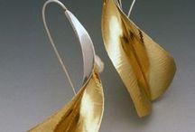 Folding and anticlastic jewellery