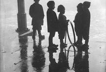 ZWaRTWiTTe speelveugels / foto's in zwart wit over spelende kinderen / by Driessens Mieke