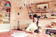 Portrait de Jasmine Houle de la boutique Jackie et John par Esprit Vintage / Visite de la maison rétro de Jackie et John par Esprit Vintage.   #kitsh #rétro #vintage