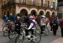"""Marcha cicloturista """"No sin nosotras en el deporte"""" / Actividad realizada en Langreo, San Martín del Rey Aurelio y Laviana con motivo del Día Internacional de la Mujer 2013"""