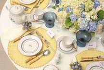 Café da Manhã / Mesas decoradas com flores em tons alegres e suaves, itens funcionais e charmosos para servir um café da manhã revigorante!