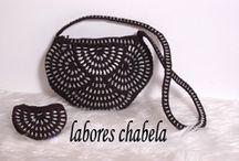 Halvcirkel taske med clips i sort
