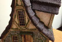 So beautiful and cute cottage... / Plus de photos, sur le blog d'où proviennent cette superbe création: http://greggsminiatureimaginations.blogspot.fr/search?updated-max=2013-02-18T07:50:00-08:00&max-results=7&start=16&by-date=false