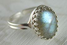 Labradorite / Labradorite Rings & Jewelry