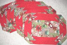 Quiltsy, Christmas Quilts and Decor from Etsy Quiltsy Team / Quilts, small and large with a Christmas theme